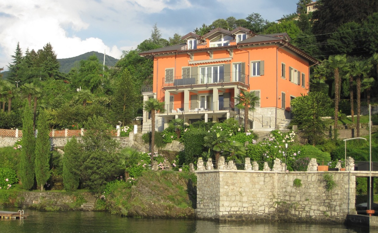 Casa Alfredo from the Lake