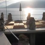 Bootshausterrasse im Abendlicht