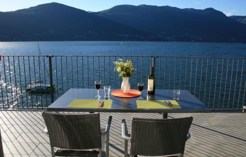 Tisch für zwei im Mai